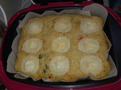 Cake au thon, poivron et chèvre | Recette Cake Factory Beignets, Cake Chevre, Cake Factory, Desserts, Parmesan, Zucchini Gratin, Goat Cheese, Bell Pepper, Meal