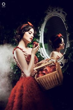 Modeln & Fotographie Accessorizing Your Leather-based: Nice concepts to brighten your look! Fantasy Photography, Girl Photography, Snow White Photography, Snow White Fairytale, Princess Shot, Disney Aesthetic, Princess Costumes, Grimm, Princesas Disney