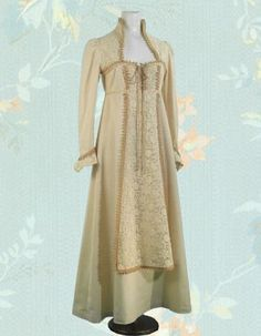 Gunne Sax dresses were the rage. After the 1971 film Romeo and Juliet came out, all the girls at my junior high had this style!