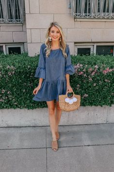 See how Jenna from Prada & Pearls styles this trumpet sleeve chambray dress that's perfect for spring and summer! Chambray has been everywhere this season and is the perfect addition to any closet! Casual Outfits For Teens, Casual Summer Dresses, Dress Casual, Teen Outfits, Woman Outfits, Club Outfits, Denim Dress Outfit Summer, Summer Dresses With Sleeves, Mini Dresses
