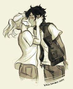 Ella agarró la cara y tiró de él en un beso, que le cayó efectivamente. A pesar de sus bromas y el coqueteo, Leo nunca había besado a una chica. Bueno, picoteo fraternales en la mejilla de Piper, pero eso no cuenta. Este fue un verdadero beso de contacto completo. Si Leo hubiera tenido engranajes y cables en el cerebro, hubiera hecho cortocircuito . Calypso lo empujó. ''Eso nunca paso.'' ''Está bien.'' Su voz sonaba una octava más alta de lo normal. ''¡Fuera de aquí!.'' ''Está bien.''