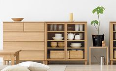 Muji home - Hurray for the opening of the gorgeous new LA location yesterday - Merry Christmas to me. Woodworking Ideas For Girlfriend, Woodworking Ideas Table, Woodworking Furniture, Rockler Woodworking, Woodworking Workshop, Woodworking Projects, Casa Muji, Muji Home, Muji Style