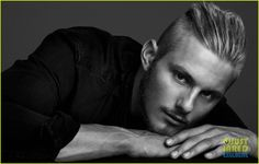 alexander ludwig just jared spotlight 08 Alexander Ludwig puts on a gun show in a laidback tank for this exclusive new pic from the latest edition of the Just Jared Spotlight Series.    The 22-year-old…