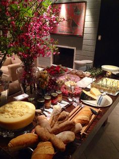 Queijos e vinhos Buffets, Tapas, Party Food Buffet, Charcuterie Recipes, Cheese Party, Food Stations, Cheese Appetizers, Christmas Brunch, Food Presentation