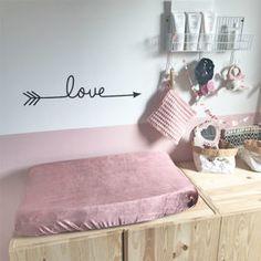 Babykamer-oud-roze-Aankleedkussenhoes-velvet-oud-roze-fluweel-waskussenhoes-MOnsjes Girl Nursery, Girl Room, Baby Room Design, Kids Decor, Home Decor, Kidsroom, Kids And Parenting, Floor Chair, Kids Bedroom