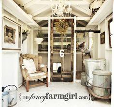 Tankar från Trädgårdsmästarn: Hönshus i romantiskt vitt - shabby chic