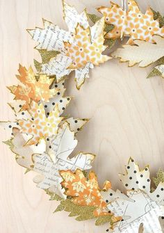 10 DIY fall decor ideas using a leaf motif. These DIY fall decor ideas include garland, wreaths, lanterns using real leaves or cut outs Diy Fall Wreath, Autumn Wreaths, Fall Diy, Wreath Ideas, Spring Wreaths, Wreath Crafts, Autumn Fall, Summer Wreath, Holiday Wreaths