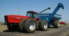IH 7288 2+2.. These Case tractors with the extra long noses just look so weird..