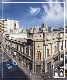 (( Santiago, Chile ))  Uma cidade cheia de história: são 473 anos de fundação e muito mais tempo de existência. Santiago é o principal centro comercial do Chile e um destino para viajante algum botar defeito.  Curta Santiago com a Clube Turismo, uma boa viagem começa com uma boa escolha!  http://www.clubeturismo.com.br/