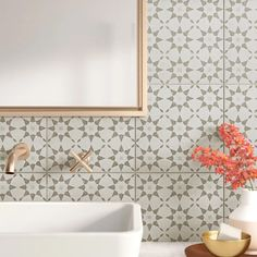 Spanish Bathroom, Small Bathroom Tiles, Bath Tiles, Bathroom Colors, Bathroom Flooring, Moroccan Tile Bathroom, Patterned Tile Bathroom Floor, Bathroom Tile Showers, Spanish Tile Kitchen