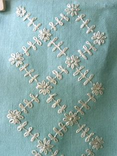 Embroidery stitches sashiko ideas for 2019 Hand Embroidery Dress, Embroidery Flowers Pattern, Flower Embroidery Designs, Hand Embroidery Videos, Hardanger Embroidery, Hand Embroidery Stitches, Silk Ribbon Embroidery, Embroidery Techniques, Embroidery Kits