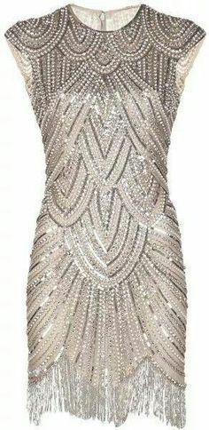 Naeem Khan Embellished Fringe Dress, not loving the fringe but the dress is gorgeous Image Fashion, Look Fashion, Womens Fashion, Fashion Goth, Fashion 1920s, Steampunk Fashion, Dress Fashion, Fashion Outfits, Style Année 20
