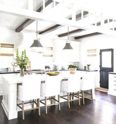 To improve the interior of your home, you may want to consider doing a kitchen remodeling project. This is the room in your home where the family tends to spend the most time together. If you have not upgraded your kitchen since you purchased the home,. New Kitchen, Kitchen Dining, Kitchen Decor, Kitchen Ideas, Awesome Kitchen, Kitchen Island, Kitchen Cabinets, Space Kitchen, Kitchen Black