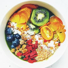 (RECIPE) Grounding Earth Smoothie Bowl – Sakara Life
