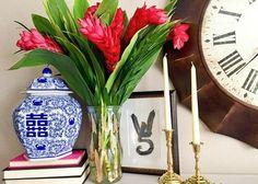 14 DIY Gold Painted Vases for an Elegant Decoration - Hello Lidy Little Valentine, Valentines Diy, I Love Gold, Diy Blanket Ladder, How To Make Labels, Diy Headboards, Painted Vases, Gold Diy, Gold Paint
