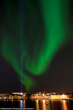 Wonderful! >> Aurora Borealis over Reykjavík City, Iceland