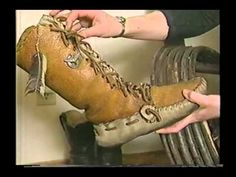 Moccasins An Tv interview with Rhetta Lemoine an astounding mocassins-maker Leather Craft Tools, Leather Projects, Leather Crafts, Moccasins Mens, Leather Moccasins, How To Make Moccasins, Native American Moccasins, Moccasin Boots, Mens Boots Fashion