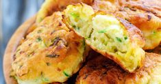 Ricotta Zucchini Fritters - Make Keto by changing out bread crumbs with crushed pork rinds. Keto, Vegetable Recipes, Vegetarian Recipes, Broccoli Recipes, Low Carb Recipes, Cooking Recipes, Zucchini Fritters, Ricotta Fritters, Zucchini Squash