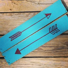 Tribal Inspired Arrows hand painted over Teal Reclaimed Wood Planks. Add Color and Trend to your Decor in one Stylish Move ✌️ . . . Available on the Etsy site. link in bio ✌