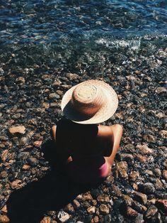 domingo com o mar que quebra na praia bonito... | gamboa, Salvador-Bahia-Brasil | Sunday with the sea breaking on the beautiful beach ... | Brazil modelo/model @IlkaCyana ilkacyana@gmail.com  #beach #beauty #red #rose #black #woman #bikini #summer #sun #hot #pants #style #sea #life #mermaid #buzios #shell #salvador #bahia #Brazil