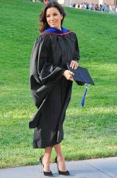 Eva Longoria A 38 ans, Eva Longoria a obtenu un Master's Degree, qui correspond au niveau bac + 5 ou 6 en France. Depuis trois ans, elle étudiait les Chicano Studies, une matière qui aborde notamment la question de l'intégration de la communauté latino aux Etats-Unis, cause qui lui tient particulièrement à coeur.
