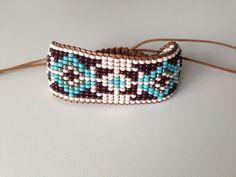 Loom Beading Tear de miçangas #Bohemian #Fashion #Style #Indie #Boho #Navajo #Friedship #Bracelets #Hippie #Pulseira #Handmade Bead Loom Bracelets, Beaded Bracelet Patterns, Bead Loom Patterns, Beaded Earrings, Beading Patterns, Loom Beading, Chevron Friendship Bracelets, Native American Beading, Tear