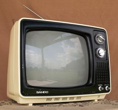 70's TV. Had one like this in our garden shed otherwise known as my play room....Happy Days!