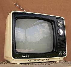 VINTAGE 1970's  //       Retro Tv Set //