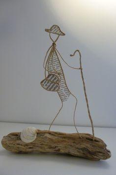 Pèlerin de Compostelle - figurine en ficelle et papier - Sur les grands et les petits chemin, marche, marche notre pèlerin ... Jour après jour la route l'appelle, c'est la voix de Compostelle !