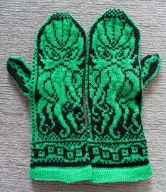 Cthulhu Mittens - I LOVE these! I can't knit on this level though. I wish I knew someone who could make these for me Geek Crafts, Diy Craft Projects, Yarn Crafts, Crochet Projects, Diy Crafts, Knitting Designs, Knitting Patterns, Crochet Patterns, Mittens Pattern