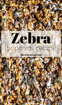 Homemade zebra popcorn recipe - easy oven baked caramel corn drizzled with white chocolate and milk chocolate. Homemade Popcorn, Flavored Popcorn, Gourmet Popcorn, Chocolate Almond Bark, White Chocolate, Chocolate Caramel Popcorn Recipe, Caramel Corn Recipes, Healthy Popcorn Recipes, Pretzel Recipes