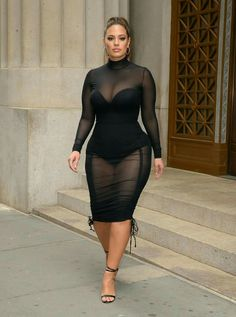 A S H L E Y! Even though she's a size 16-18 and the world classifies her as a plus size model... Wrong!! This chick is just right!! & she's owning every curve she's been given! #AshleyGraham