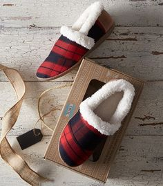 These red and black plaid slippers are a Christmas must have! Great for yourself or as a gift!