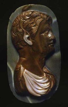 Cammeo con busto di satiro ~ Età federiciana (XIII secolo) Diaspro a tre strati