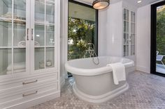 Love the built-ins in this bathroom.