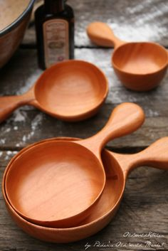 Wooden measuring cup set
