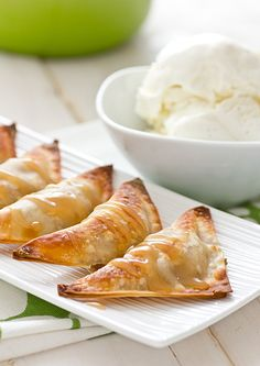 BAKED BANANA WONTONS COCONUT CARAMEL SAUCE ingredients Baked Banana Wontons 1 medium banana, mashed with a fork tsp. ground cinnamon 16 wonton wrappers (see note) 1 tsp. coconut oil, melted (or oil mister/cooking spray) Coconut Caramel Sauce c. Vegan Sweets, Vegan Desserts, Delicious Desserts, Dessert Recipes, Yummy Food, Hot Desserts, Vegan Recipes, Wonton Recipes, Baking Recipes