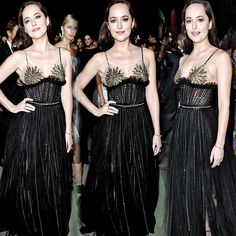 """It's her own light"" Dakota Johnson at the Green Carpet Fashion Awards on Sep 24,2017 ( : @DakyJohnson_Fan / Twitter )"
