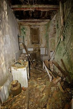 The Abbey of Thelema - WARNING, there are some disturing images and PG is required. Derelict Places, Abandoned Places, Real Witches, Satanic Rituals, Barbara Bush, Aleister Crowley, Weird Stories, Deities, Occult