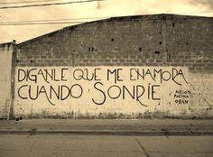 Diganle que me enamora cuando sonrie