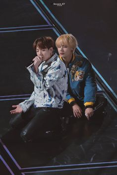 Image uploaded by ㅤ ㅤ. Find images and videos about kpop, bts and jungkook on We Heart It - the app to get lost in what you love. Taekook, Billboard Music Awards, K Pop, Spirit Fanfic, Vkook Memes, Bts Aesthetic, Bts Pictures, Photos, K Wallpaper