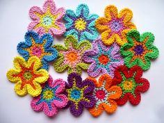 Häkelapplikationen - 12 Süsse Häkelblumen, Häkelapplikation - ein Designerstück von Sarya-Melike bei DaWanda