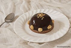 Hazelnut chocolate domes · Cooking me softly Chocolate Mirror Glaze, Chocolate Dome, Chocolate Hazelnut, Easy Desserts, Dessert Recipes, Muffins, Cupcakes, Mini Pies, Biscotti