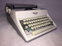 Mechanische Schreibmaschine Olympia Monica portable typewriter 60er