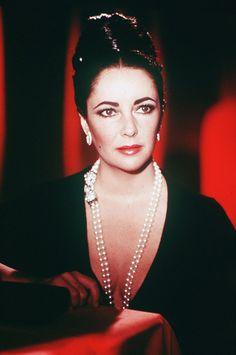 Elizabeth Taylor (Pearl, Diamond & Emerald Necklace)  Uploaded By  www.1stand2ndtimearound.etsy.com