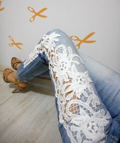 Como customizar calça jeans com renda Diy Lace Jeans, Couture, Business Casual, Diy Moda, Sewing Projects, Fashion Accessories, Crafty, Embroidery, Clothes For Women