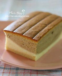好像中了相思蛋糕的毒, 几乎每个星期都会烘相思蛋糕, 每次都很期待有什么新的口味可以尝试。 这次选择的是我上瘾很严重的咖啡来搭配相思蛋糕。 成品当然没有让我失望, 吃的时候再配上一杯浓浓的咖啡, 很享受噢! Sponge Cake Recipes, Dessert Cake Recipes, Japan Cake, Bolu Cake, Ogura Cake, Cotton Cake, Asian Desserts, Coffee Cake, Amazing Cakes