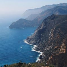 By sea or air, getting to Catalina is easy and fun. You can get to Catalina Island by ferry from four mainland ports in Southern California – San Pedro, Long Beach, Newport Beach or Dana Point – and the ride is only about an hour by boat or 15 minutes by helicopter.Helicopter services are available …
