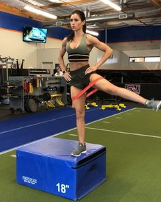 "13.6 mil curtidas, 434 comentários - Alexia Clark (@alexia_clark) no Instagram: ""Boxes and bands 1. 10 total box jumps 2. I suggest only doing this if you are experienced in box…"""
