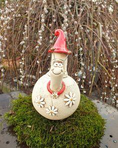 ...eine witzige Schnecke als hübsche Gartendekoration...Höhe ca.21cm ...frostfest gebrannt! ...die Schnecke hat an der Unterseite ein Loch, um sie auf einen Stab aufzustecken ...der Stab ist...